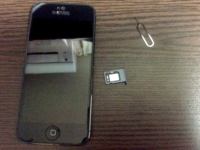 iPhone 5 のSIMカードの取り出し方・入れ方