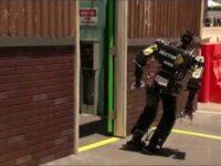 DARPAのロボットコンテストで盛大にこけまくるロボットたち
