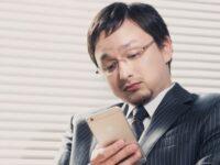 社会人としてのマナーは? 職場でのLINE連絡が招くトラブルが増加中